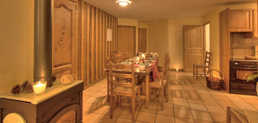 France_La-Plagne_Balcons-de-Belle-Plagne-Apartments_Dining-lounge-area.jpg